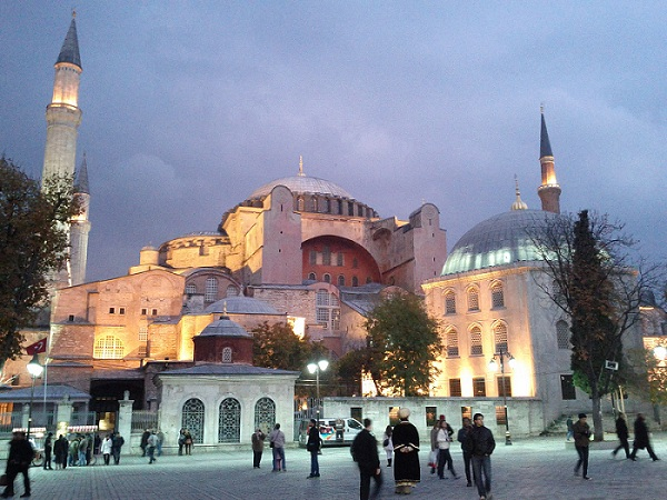The introduction and history of istanbul tourism essay